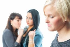 Bei verhaltensbedingter Kündigung kann der Arbeitgeber ohne Frist einen Arbeitnehmer entlassen.