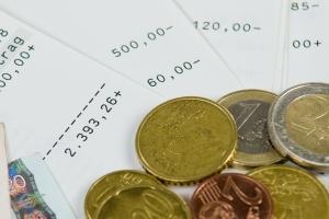 Lösen Sie unter Einhaltung der Kündigungsfrist einen Kredit auf, fällt oft eine Vorfälligkeitsentschädigung an.