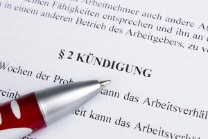 Steht die Kündigungsfrist nicht im Arbeitsvertrag, finden die gesetzlichen Vorschriften Anwendung.
