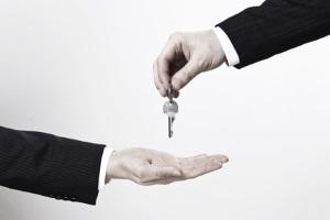 Die ordentliche Kündigungsfrist einer Wohnung, die ein Vermieter einzuhalten hat, ist nicht zu verkürzen.